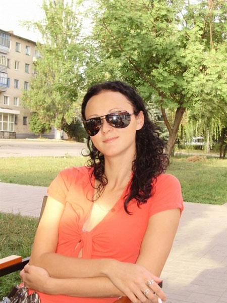 Women meeting - Datingukraineonline.com